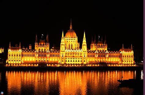 banche ungheresi ungheria rating pura immondizia metropolitana