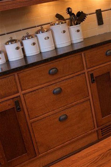hardware for oak kitchen cabinets best 20 oak cabinet kitchen ideas on pinterest