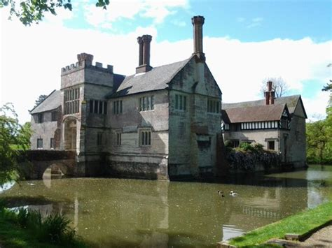 house with moat approach to house picture of baddesley clinton lapworth