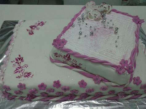 decorar bolo quadrado bolo decorado quadrado doceria fornecedora safira elo7