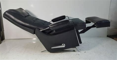 Lazy Boy Classic Recliner by Classic Modernist Lazy Boy Quot Recliner Stunning Black And