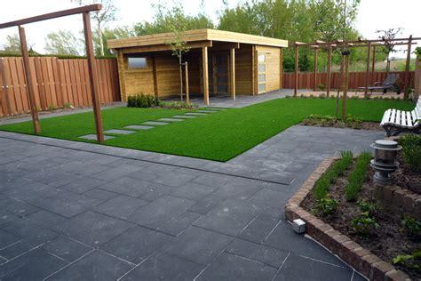 Tuin En Gras by Grote Tegels Gras En Hout Tuin Gras
