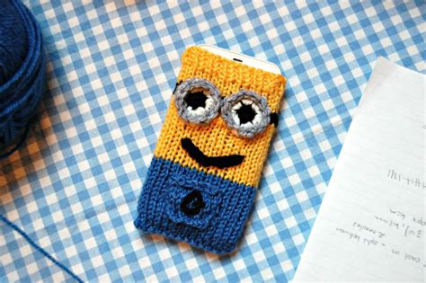 free knitting patterns minions the geeky knitter minion phone cover free knitting pattern