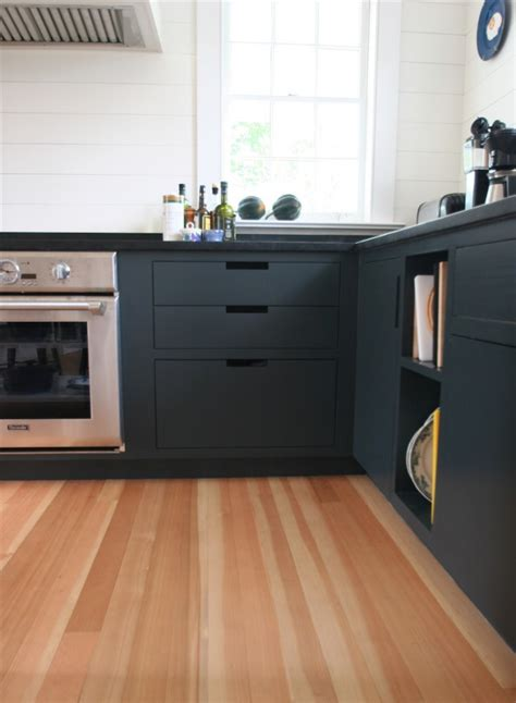 15 serene white kitchen interior design ideas https knock knock matte black wants to come in photos
