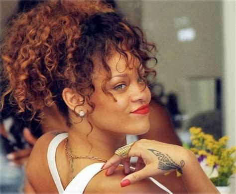 rihanna hairstyles games 25 best ideas about rihanna curly hair on pinterest