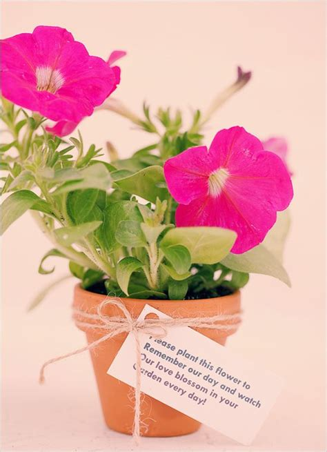 simple do it yourself wedding favors do it yourself easy eco friendly place settings and favors favors centerpieces and buckets