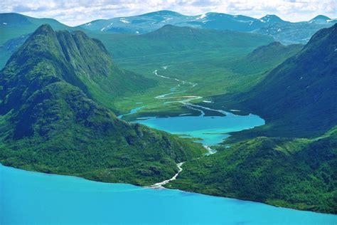 imagenes montañas verdes hermosa desembocadura de un r 237 o entre verdes monta 241 as 68045