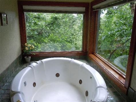 Eureka Springs Cottages With Tubs by Cedar Treehouse Tub