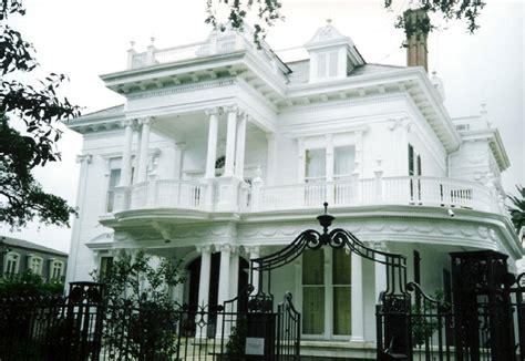Garden District by Top 10 Landmarks In New Orleans