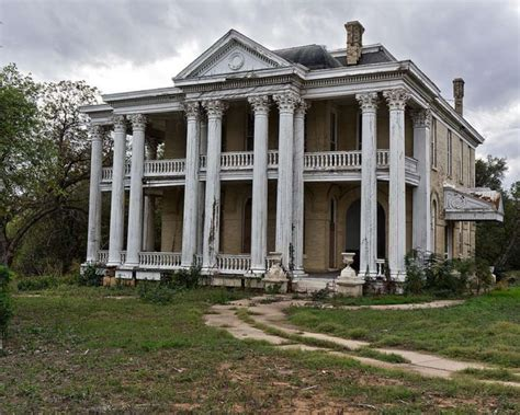 21 terrifying photos of abandoned homes in texas