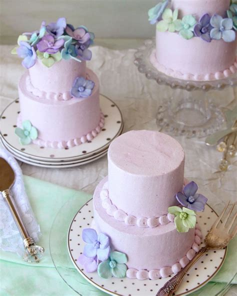 Mini Wedding Cakes by The Most Charming Mini Wedding Cakes Preowned