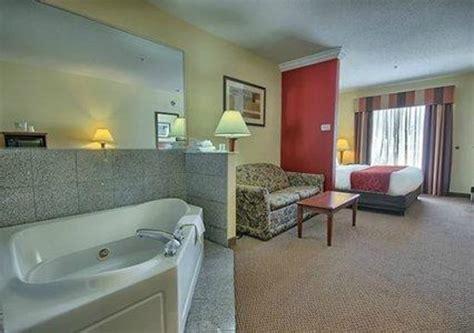 comfort inn jacuzzi room jacuzzi suite picture of comfort suites cincinnati