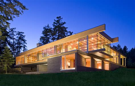 glass front house sprawling multifaceted canadian home features glass on all