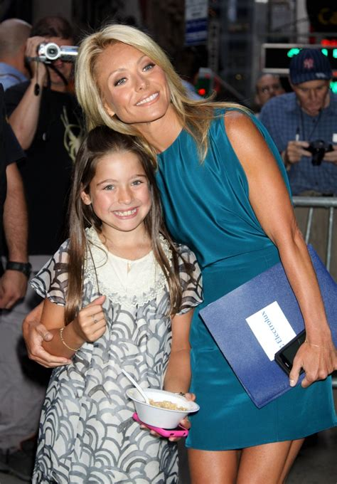 kelly ripa lookalike daughter lola 14 has ripas eyes lola consuelos with mom kelly ripa mom s and dad s