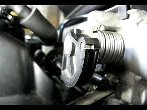 remove from a the throttle body of a 1999 lincoln navigator to change plugs removing throttle cable from throttle body youtube