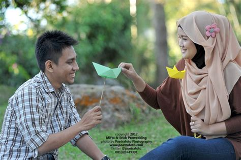 Kacamata Clip On Jogja foto prewedding outdoor casual asik di jogja by poetrafoto