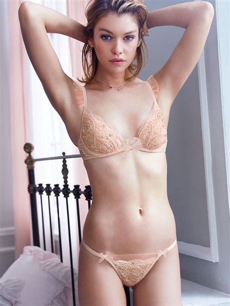 Stella Maxwell Weight Height And Age We Know It All