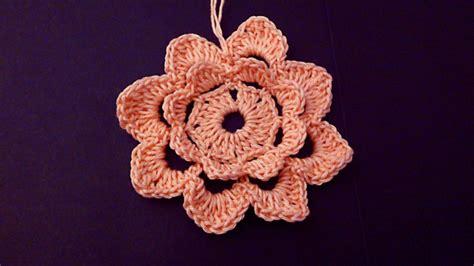 realizzare fiori all uncinetto fiore a uncinetto tutorial fotografico
