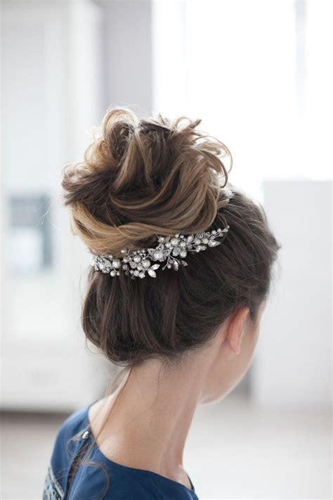 Kopfschmuck Hochzeit by Die Besten 25 Braut Haarschmuck Ideen Auf