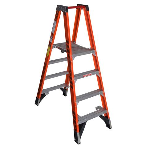 werner 4 ft fiberglass platform step ladder with 300 lb load capacity type ia duty rating