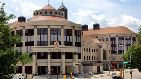 Mba Programs Milwaukee Wi by Wisconsin School Of Business Drops Plan To Suspend Mba