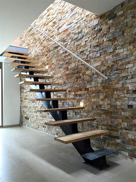 decoracion de pasillos de escaleras detalle de escalera con viga central y pelda 241 os flotantes
