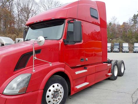 volvo sleeper truck 2008 volvo vnl64t670 sleeper truck for sale 812 406 miles