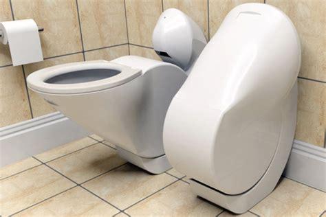 heb je een kleine badkamer dit toilet klapt zichzelf