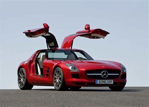Mercedes Benz unveil 2010 SLS AMG gullwing   SlashGear