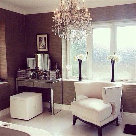 Vanity Table In Front Of Window Vanity Corner Style Business Clothes Rack On Cornering