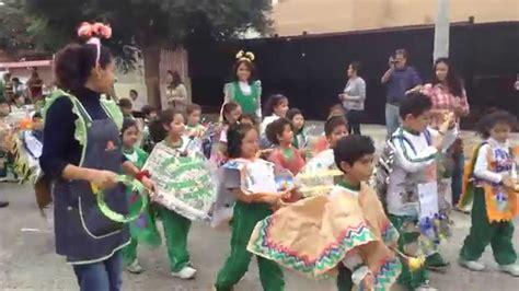 poncho material reciclado desfile de ponchos reciclados 2014 youtube