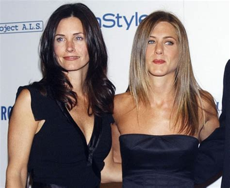 Aniston To Play On Dirt by Aniston Reteams With Courteney Cox On Tv Show China Org Cn