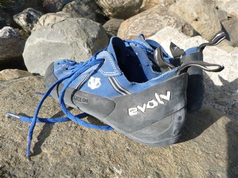 best rock climbing shoes for bouldering what are the best rock climbing shoes basicrockclimbing