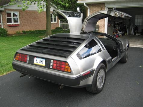 a new theme delorean dark stripped released for ubuntu 1981 delorean for sale pennsylvania deloreans for sale