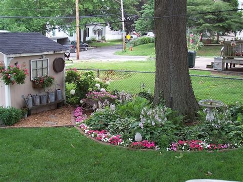 Landscaping Ideas Around Trees Ring Around The Tree With Flowers Future Garden Ideas Pinterest