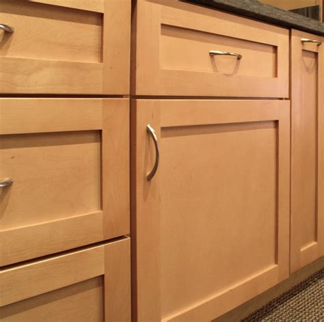 Cabinet Door And Drawer Fronts Sonoma Maple Shaker Style Door Features A 5 Drawer Front Opposed To A Slab
