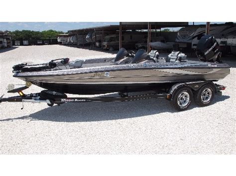 Foot Step Triton 2012 Model Ori triton se boats for sale