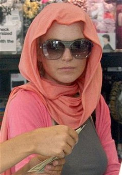 Lindsay Lohan Is Religious And by Lindsay Lohan S Strange New Affair With Islam Now