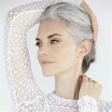 wx6yehsibklw z5ipd2xygoinftadit8lrrff0gqdrg e1440040415724 de 2025 b 228 sta hot women with gray silver hair bilderna p 229