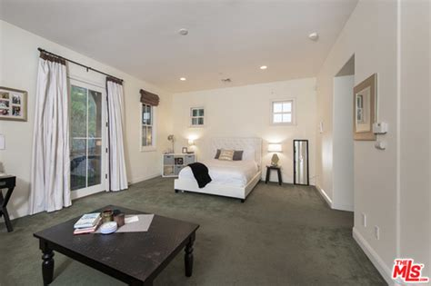 Selena Gomez Bedroom by Could Selena Gomez S For Sale Mansion Be For You