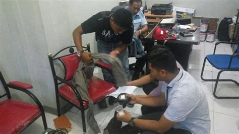 Celana Polisi Reserse 2 wanita cantik selipkan sabu dalam celana untuk napi di bengkalis merdeka