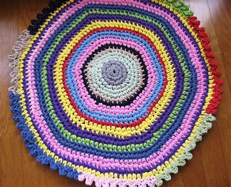 Crochet Tshirt Rug Pattern by Crochet A T Shirt Yarn Rug T Shirt Rug
