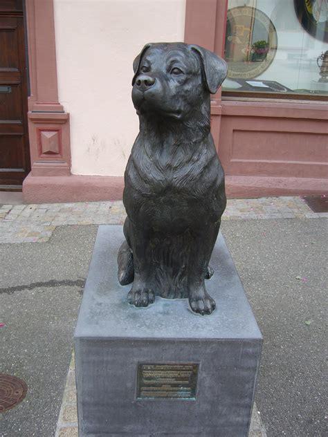 rottweiler in history file rottweiler denkmal in rottweil jpg