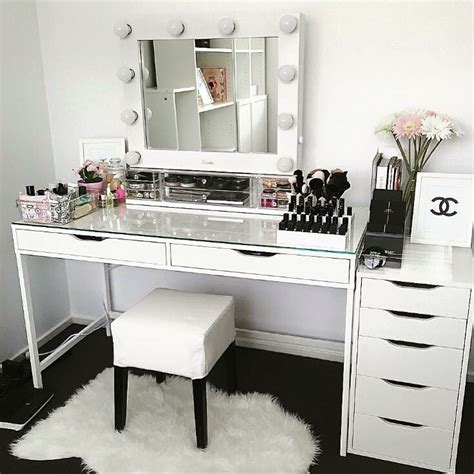 Small Makeup Vanity Desk Best 20 Vanity Desk Ideas On Pinterest Vanity Set Ikea Makeup Vanity Desk And Vanity Makeup