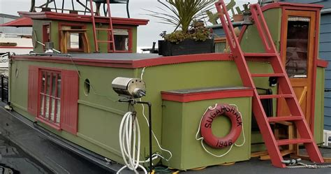 airbnb seattle houseboat 10 unusual airbnb homes you can stay in for your next