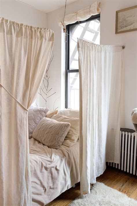 how to create dreamy bedrooms using bed curtains