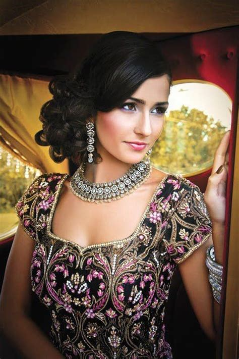 indian party hairstyles for round face best 25 bridal hairstyle indian wedding ideas on