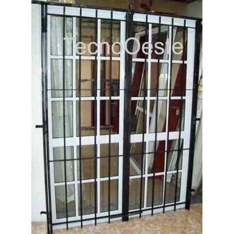 puerta con ventana puerta ventana balcon 150x200 repartido con puerta reja
