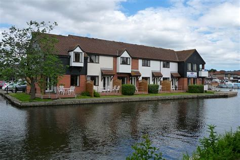 cordon cottages wroxham with motor day launch option