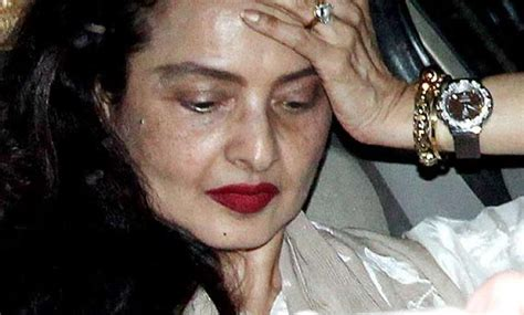actress rekha without makeup pic rekha stuns all in no make up look see pics bollywood